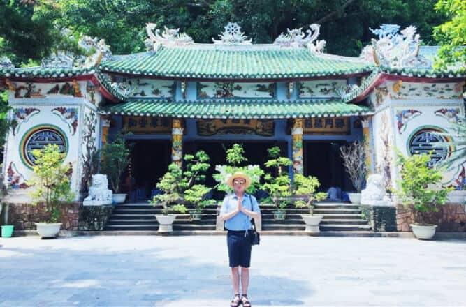 Cầu nguyện ở chùa Tam Thai