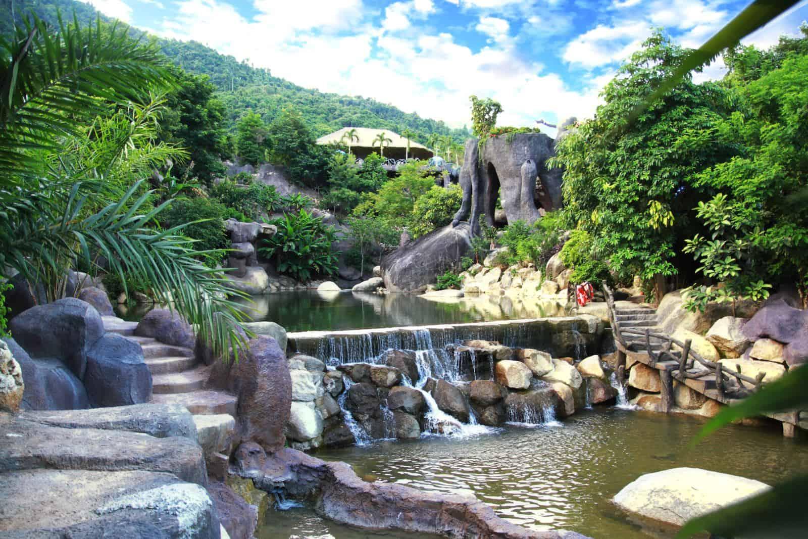 Tắm bungalow Núi Thần Tài
