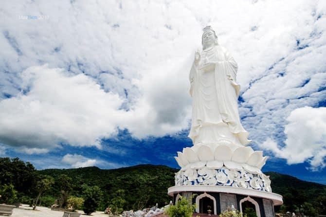 Tượng Quan thế âm chùa linh ứng