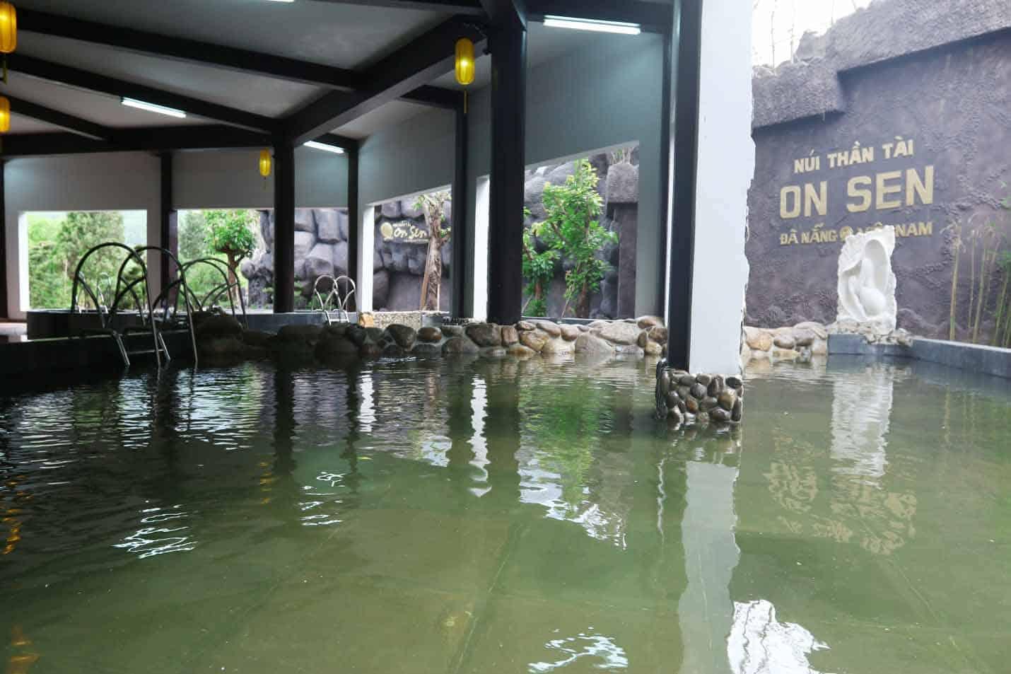tắm khoáng Nhật Bản