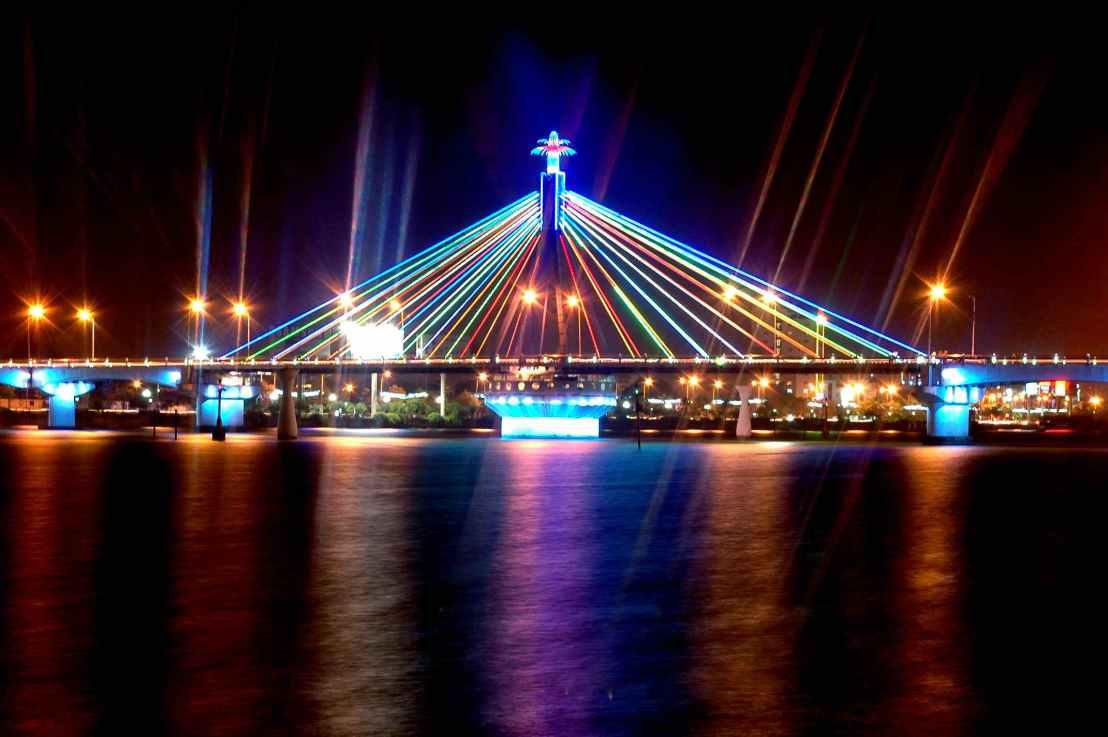 Cây cầu sông hàn quay