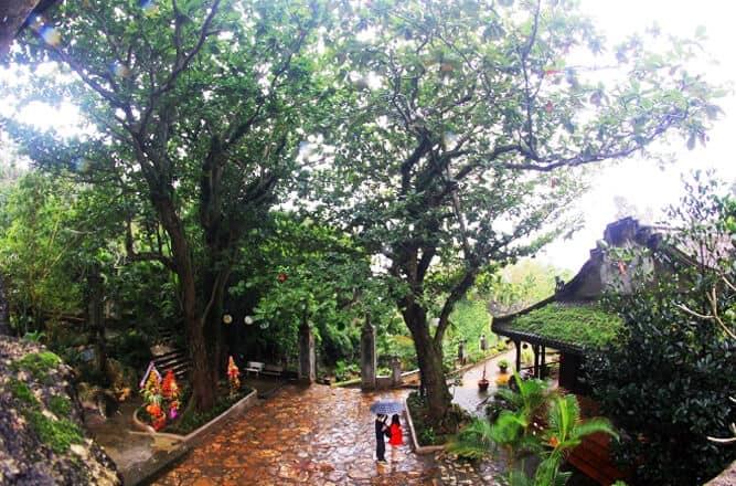 cảnh lối đi chùa