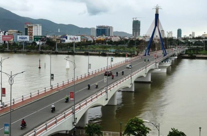 Thuê xe máy đi Cầu Sông Hàn Đà Nẵng