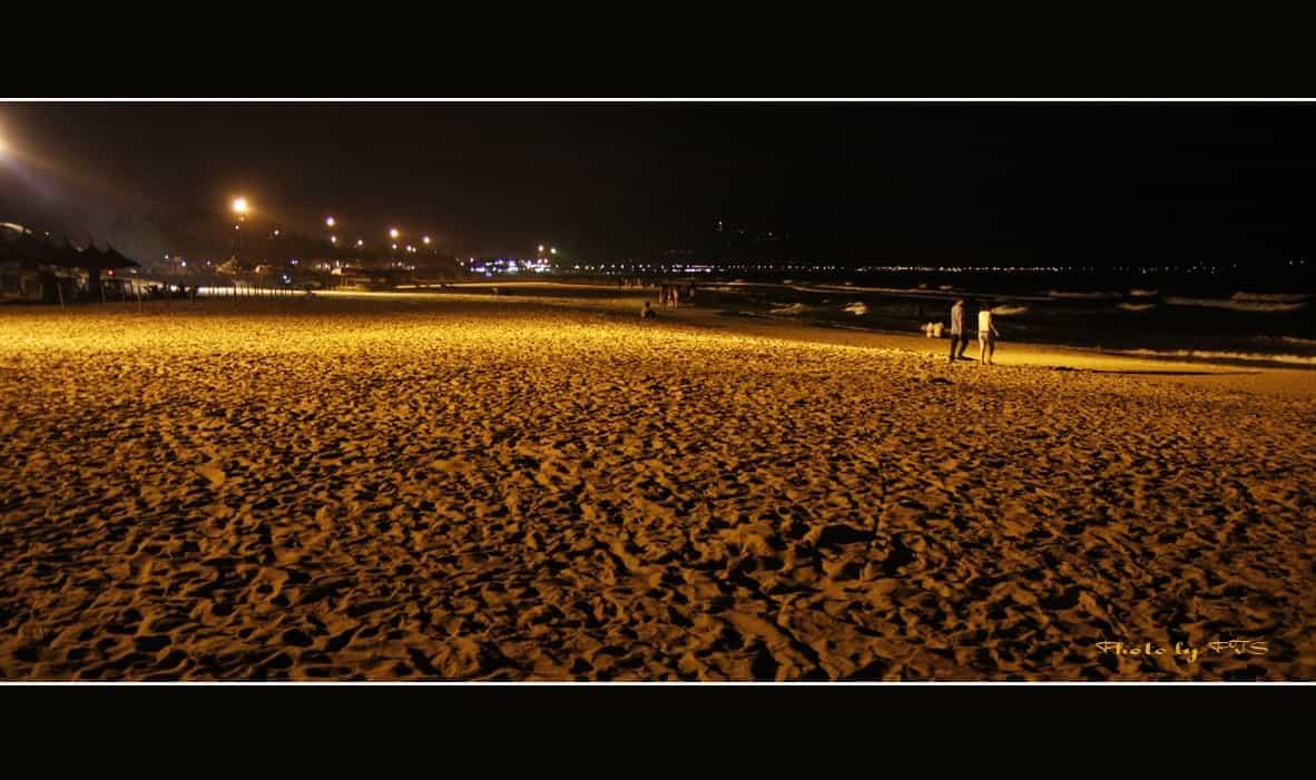 Dạo biển đêm Đà Nẵng