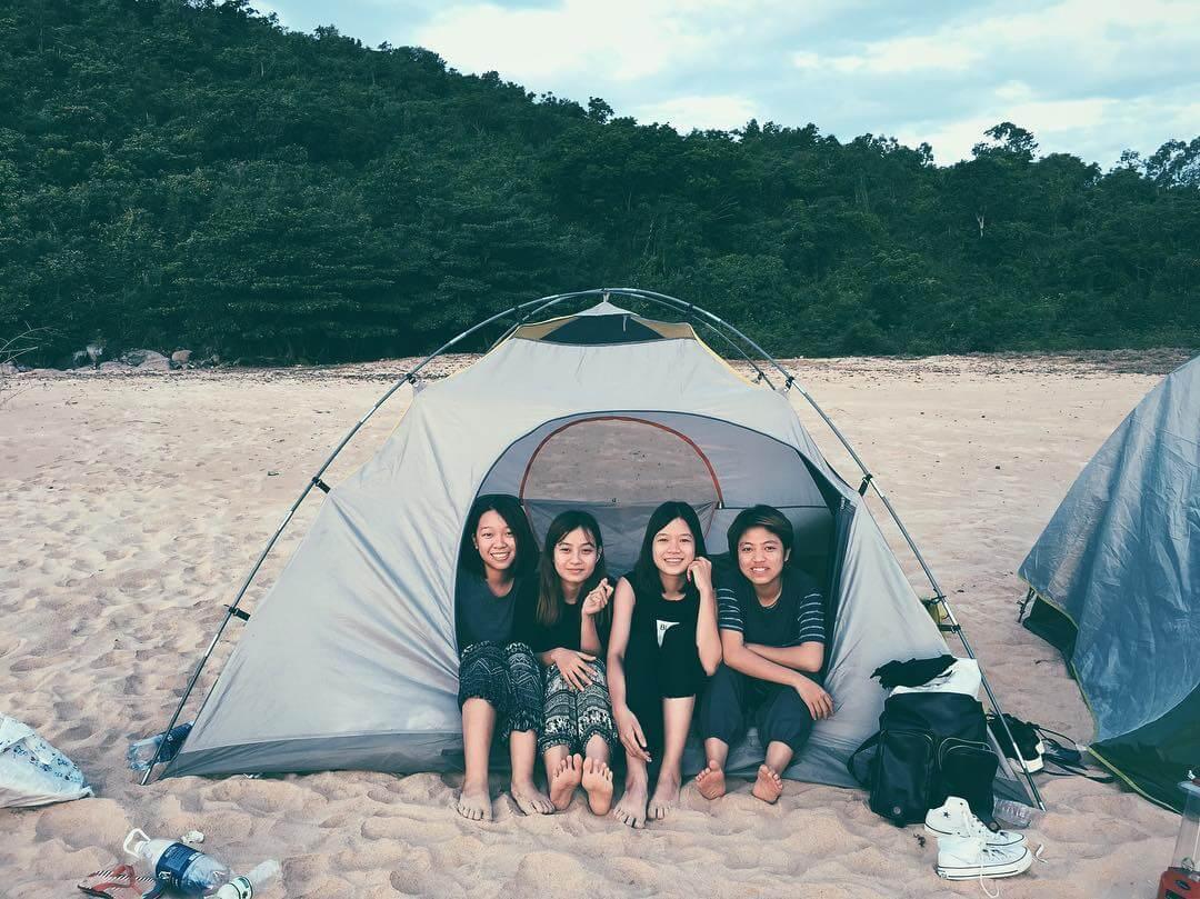 cắm trại qua đêm trên biển