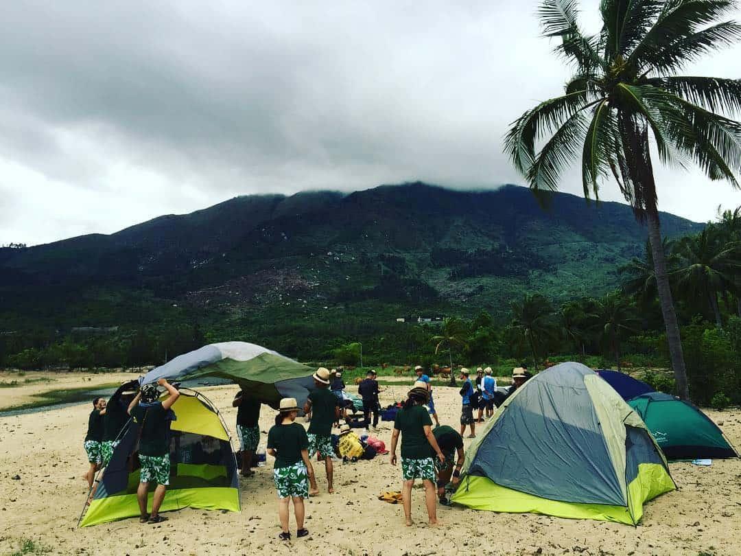Cắm trại tại biển làng vân