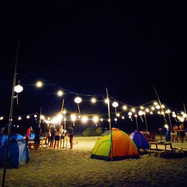 Đốt lửa trại tại cảnh dương beach