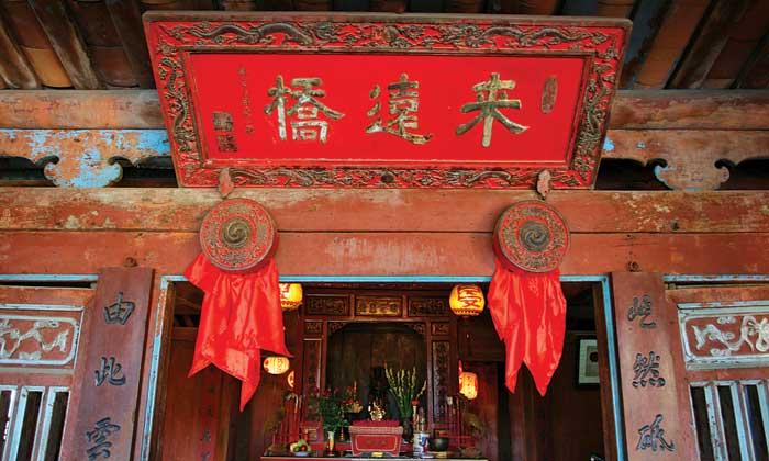 Kiến trúc bên trong chùa cầu