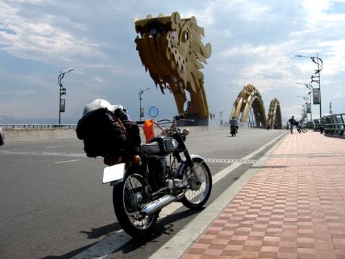 thue xe may da nang 3 min - Cầu Khóa Tình Yêu Đà Nẵng: Cây Cầu Lãng Mạn Nhất Việt Nam